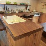 台所机も杉1本物です(キッチン)