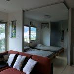 寝室とリビングは段差もなく、扉で簡単に仕切れます 次写真参考(寝室)